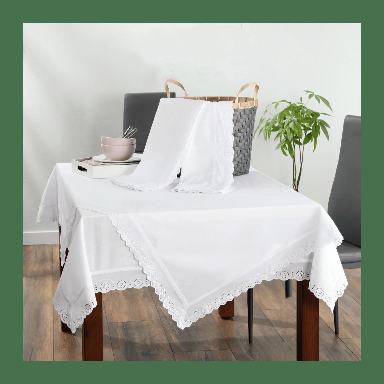 wit tafelkleed op tafel